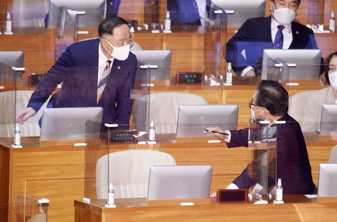 정부, 임시국무회의서 34.9조원 2차 추경안 배정 의결